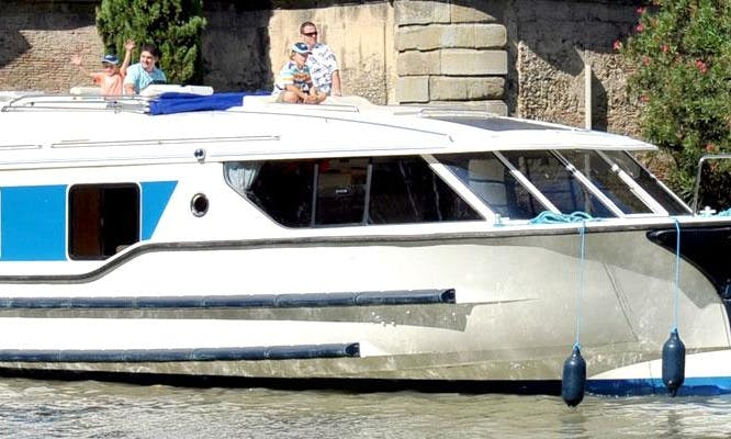 Memorable Family Boating Vacation in Burgundy, France