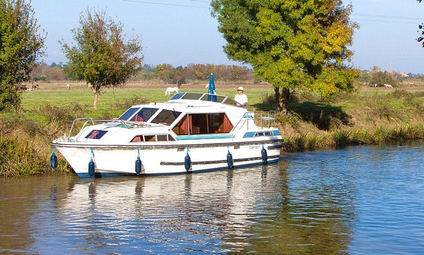 "Discover the great scenery of Nivernais, France on a ""Tamaris"" Boat"