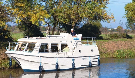 29' Canal Boat For 5 Person To Cruise On Nivernais And Loire Valleys In France