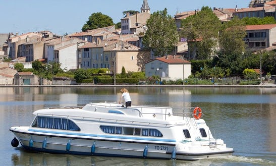 Take A Fantastic Cruise Aboard A 48' Canal Boat With 4 Cabins In Burgundy In France