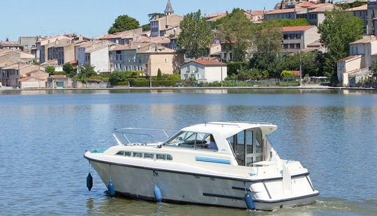 Hire And Stay Aboard 29' Canal Boat For 3 Person In Canal Du Midi, France