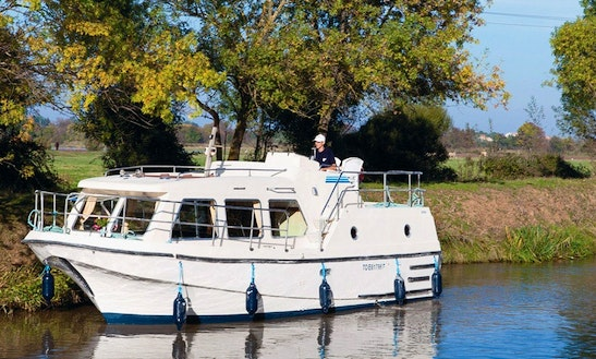 29' Canal Boat Hire And Cruise In Canal Du Midi, France