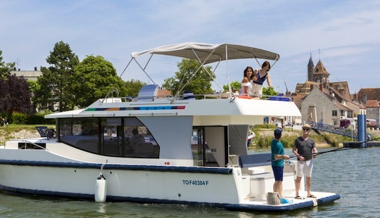 Memorable Wine Cruise Aboard The 38' Canal Boat In Aquitaine, South West France