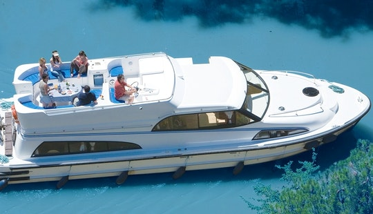 Aquitaine Cruise Vacation Aboard The 43' Canal Boat For 6 Person