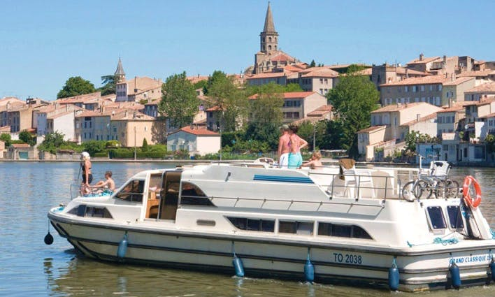 Cruising Vacation for 12 person in Canal du Midi, France