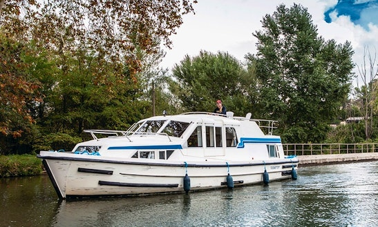 Hire And Navigate A 37' Canal Boat In Canal Du Midi, France