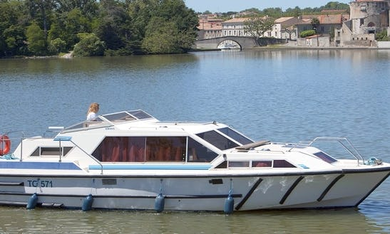 Unwind In A 32ft Canal Boat For 6 Person In Brittany, France