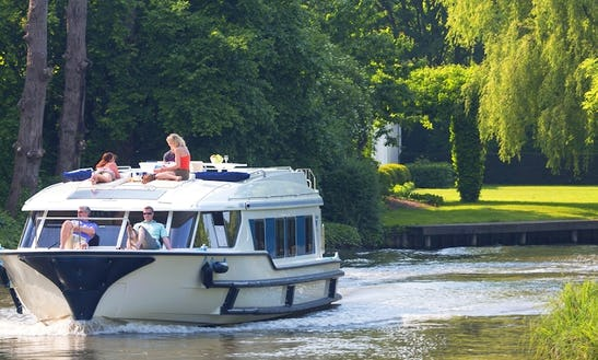 Boating Cruises Aboard A 49' Canal Boat In Den Haag, Holland