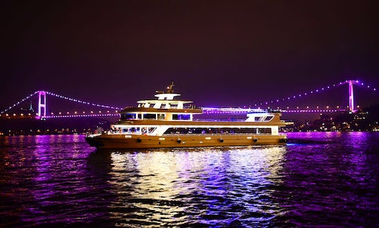 Book A Dinner Cruise In İstanbul, Turkey For 500 People!