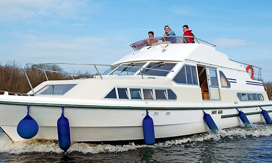 Well Equipped Canal Boat In Carrick On Shannon, Ireland For 8 People