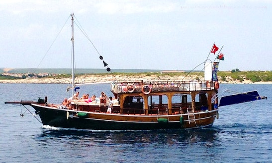 Charter A Cruising Gulet For Up To 12 Person In Aydın, Turkey!