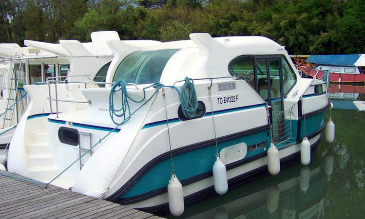 Fully Equipped Confort 900 Motor Yacht Available to Hire in Saverne, France