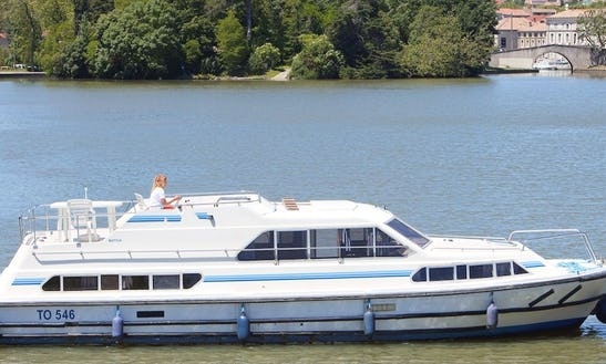 Reserve A 42' Canal Boat For 10 Persons In Portumna, Ireland
