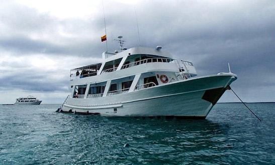 Yacht Cruise To Islas Galápagos