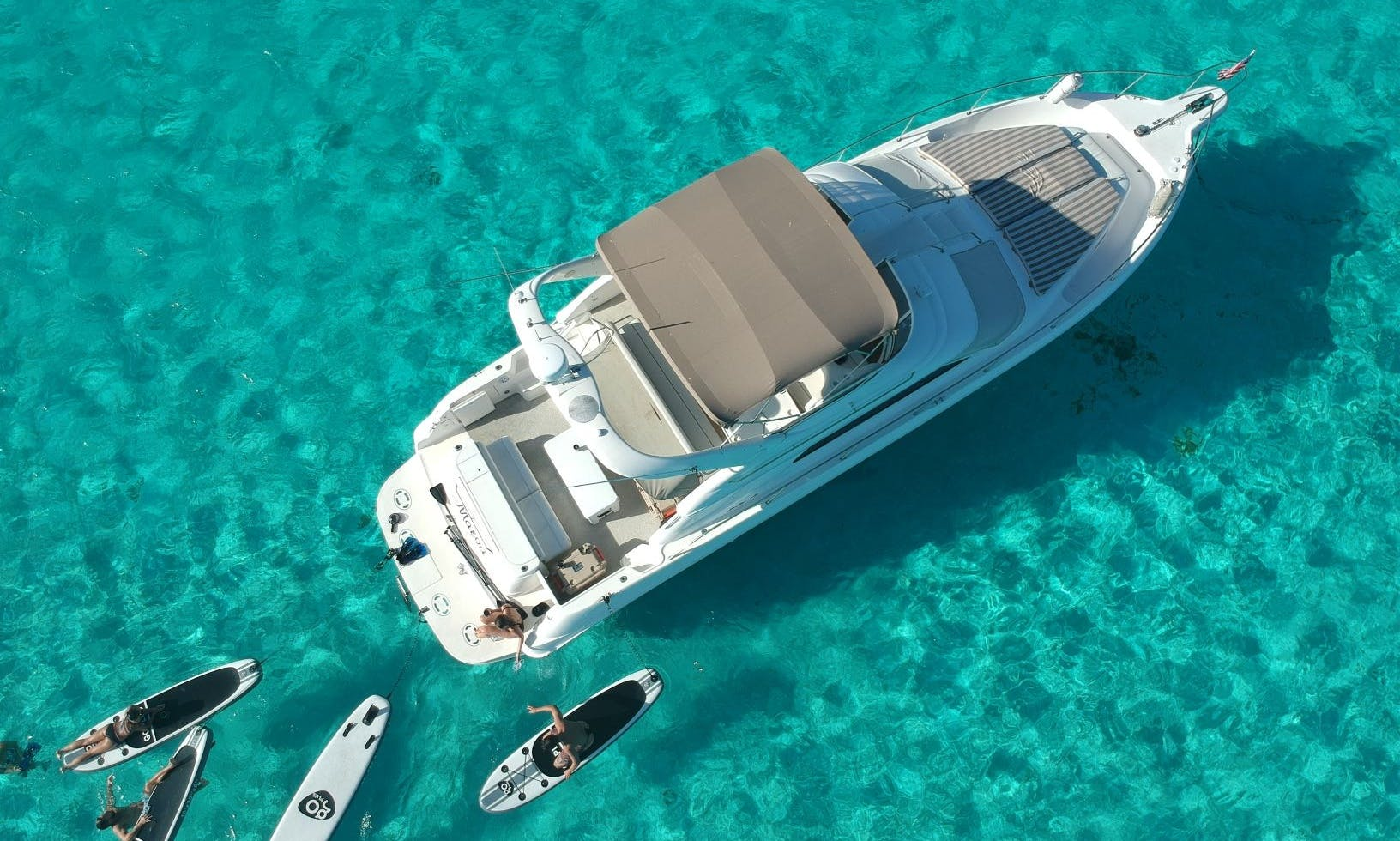 Beautiful Luxury Yacht in Puerto Aventuras!!!