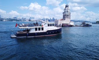 25 Person Yacht for Rent in İstanbul, Turkey