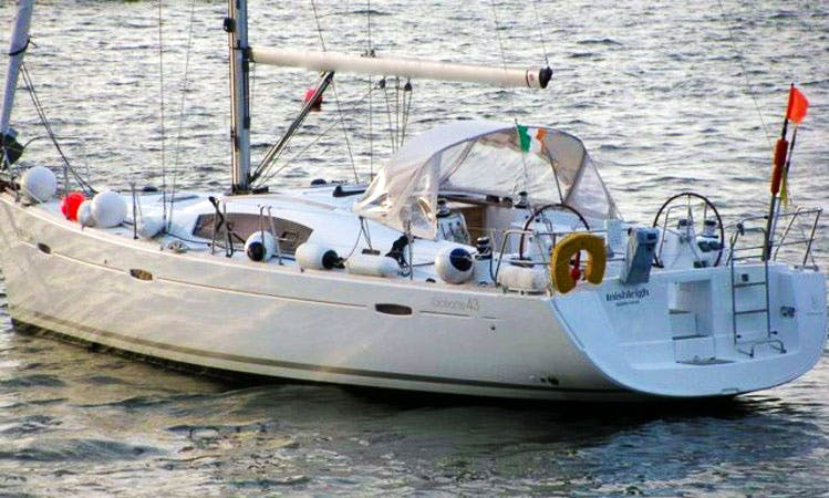 Beneteau Oceanis 43 Cruising in Cork, Ireland