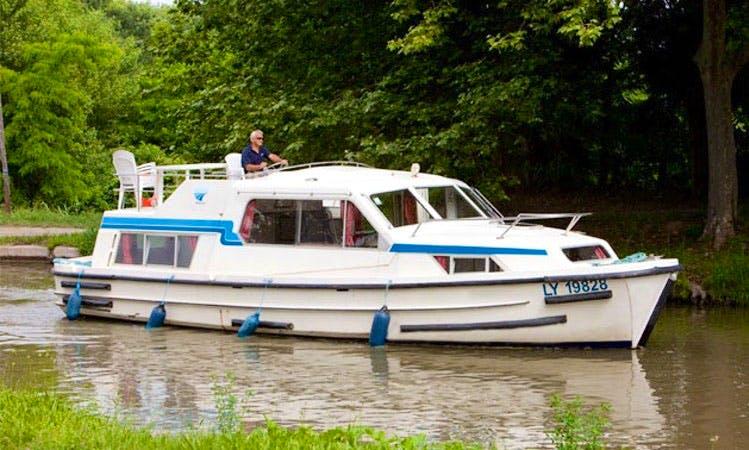 """Luxury """"Corvette B"""" Motor Yacht Charter in Limerick"""