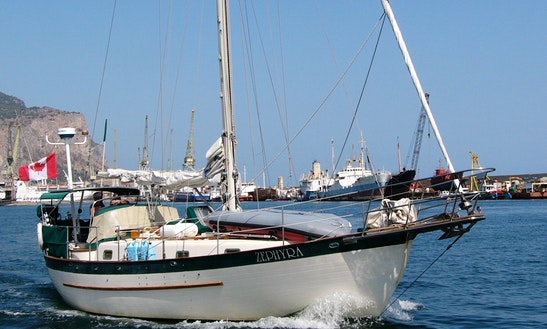 Cruising Monohull Rental In Bowen Island