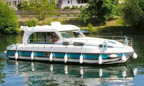 Nicols 1150 Motor Yacht Hire In Brienon, France