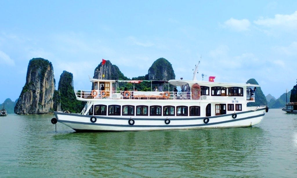 4 hour cruising in Halong Bay