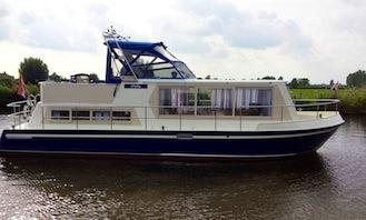 Stern Houseboat 1050 Charter in IJsselstein