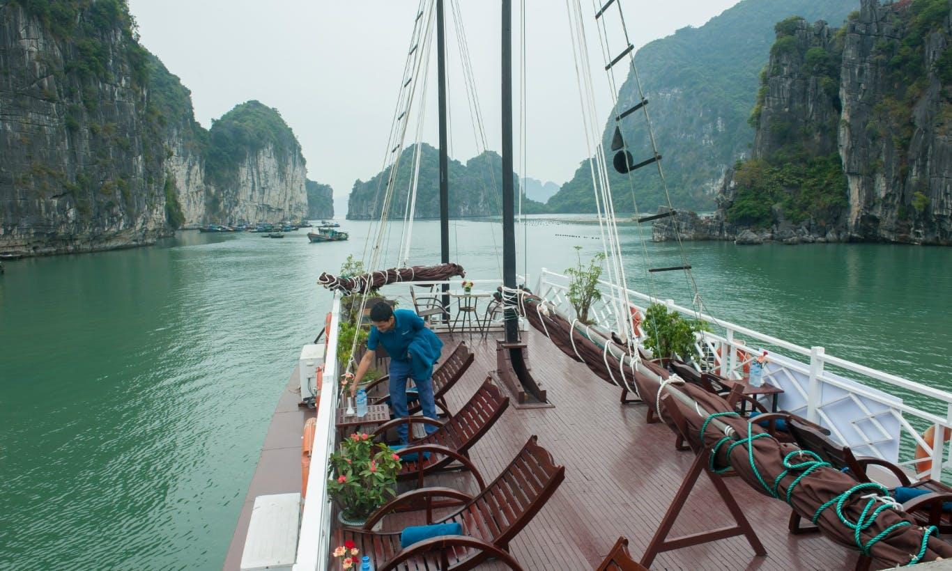 Cruising in Bai Tu Long bay