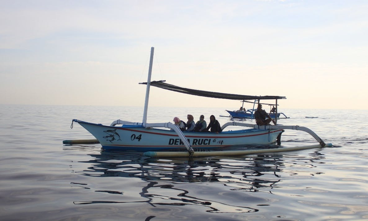 Charter this traditional junk boat for 5 people to enjoy boat trips in Buleleng, Bali