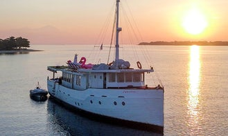"""Stylish and exclusive 65 feet """"Splendour"""" Yacht for charters and unforgettable voyages in Bali, Indonesia"""