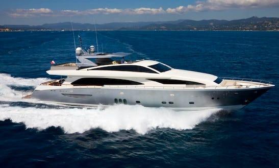 Motor Yacht Rental In Sarasota