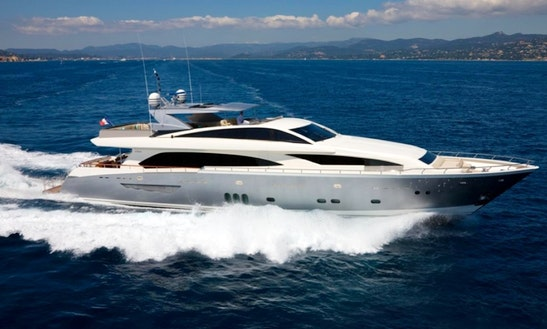 Motor Yacht Rental In Sarasota