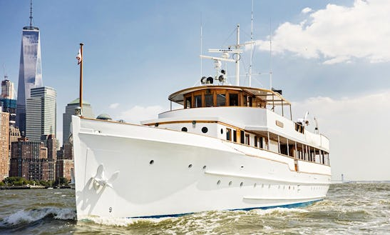Impressive Winslow Luxury Yacht For 90 People In New York