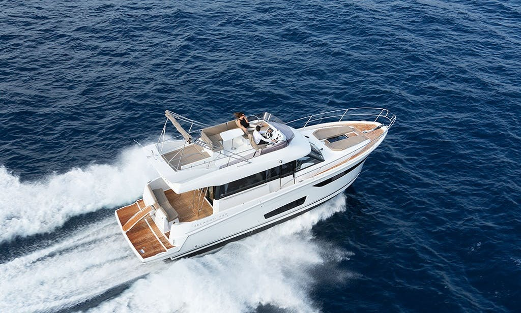 Motor Yacht Velasco 43 ft for up to 12 people