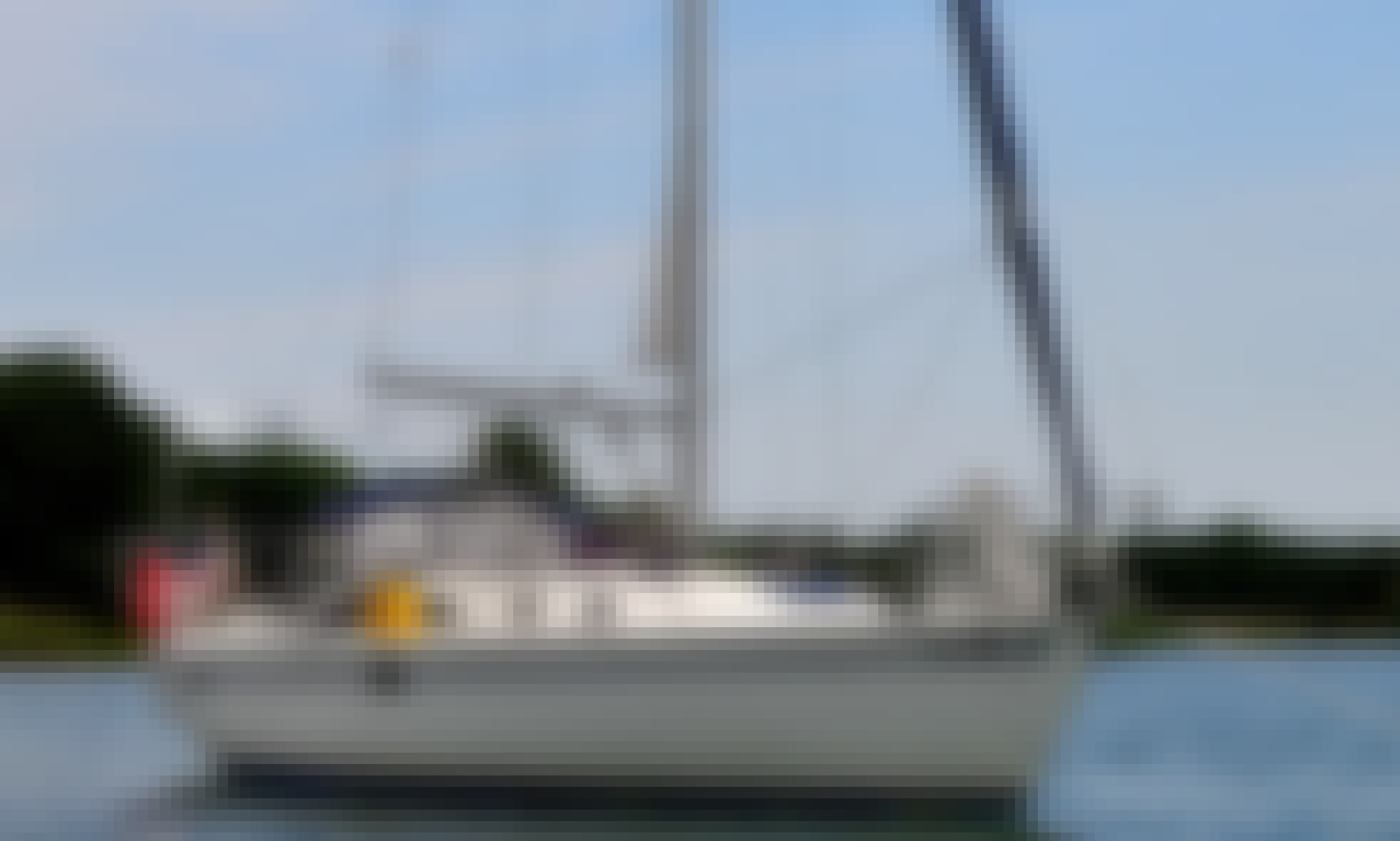 Charter this Beautiful Catalina 36 Sailboat w/Professional in Chicago