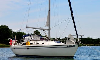 Charter this Beautiful Catalina 36 Sailboat w/Professional in Chicago, Illinois