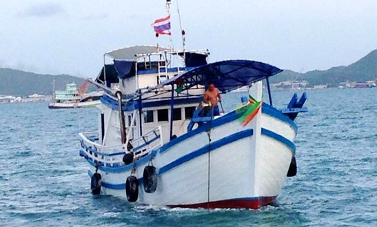 Enjoy Fishing In Si Racha, Thailand On Trawler