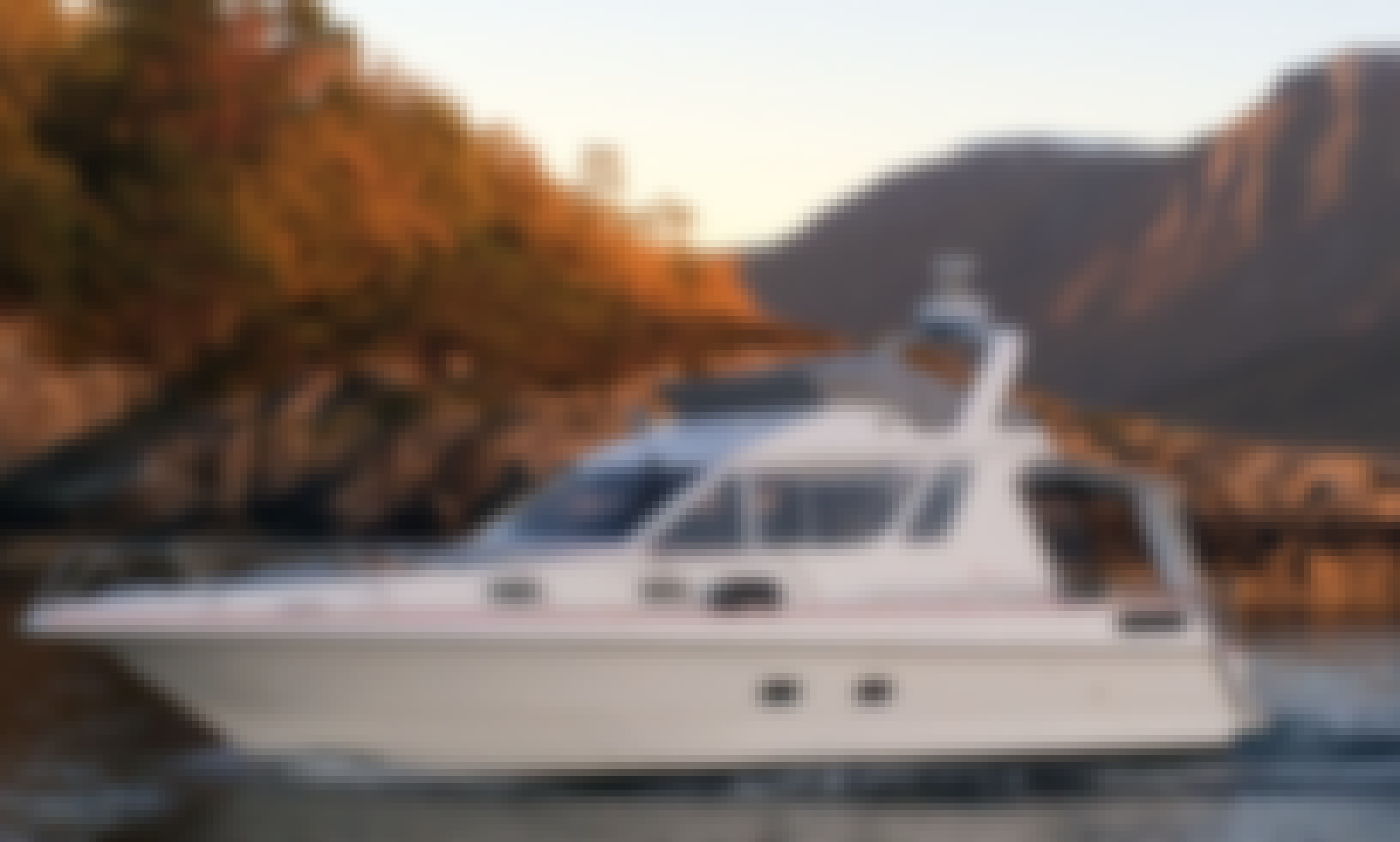 Rount Trip Tour in Hjørundfjord onboard 8 Person Speedboat