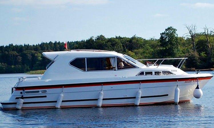 Charter 31' Sedan-style Motor Yacht in Northern Ireland, United Kingdom