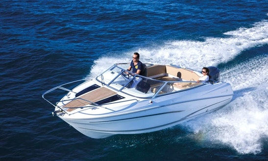 Hire A 7 Person Cap Camarat 6.5 Dc Bowrider In La Rochelle, France (license Required)