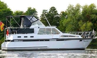 Charter 33' Succes 1000 Motor Yacht in Brandenburg, Germany