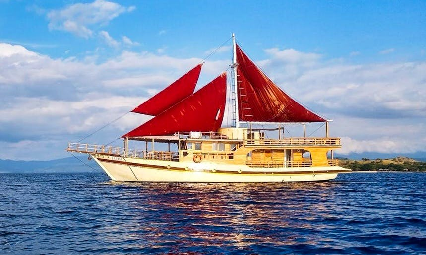 La Unua Liveaboard 76' Phinisi Cruiser Yacht Private Charter for 8 People in Komodo, Flores, East Nusa Tenggara, Indonesia