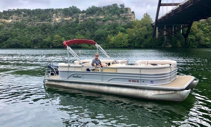 25' Pontoon rental in Austin