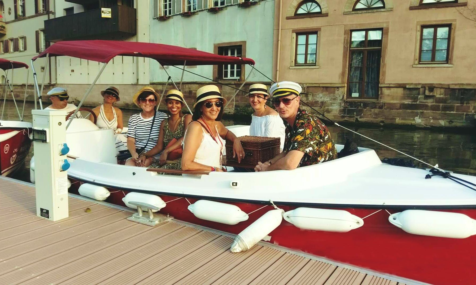 A Gorgeous Electric Boat Ready To Rent Without License In Paris!