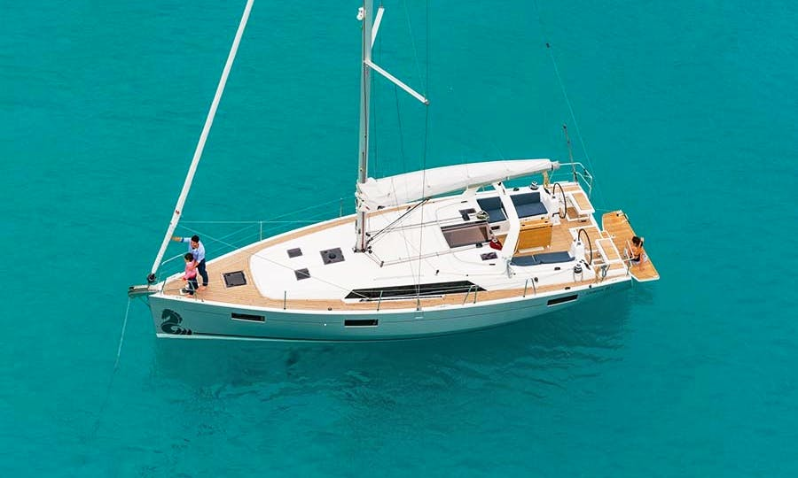 Explore Grenadines, France On This Beautiful Sailing Yacht!