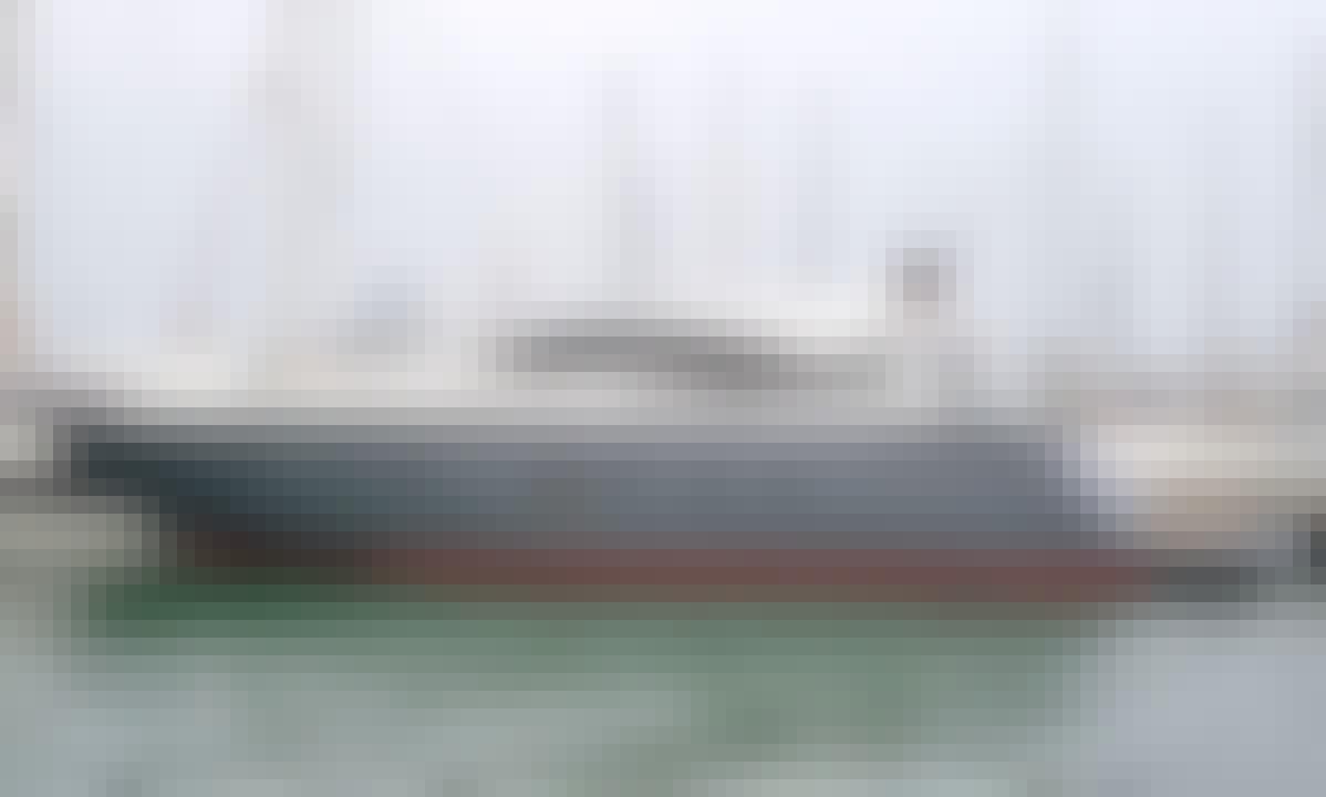 62' Pershing Power Mega Yacht in Bolívar