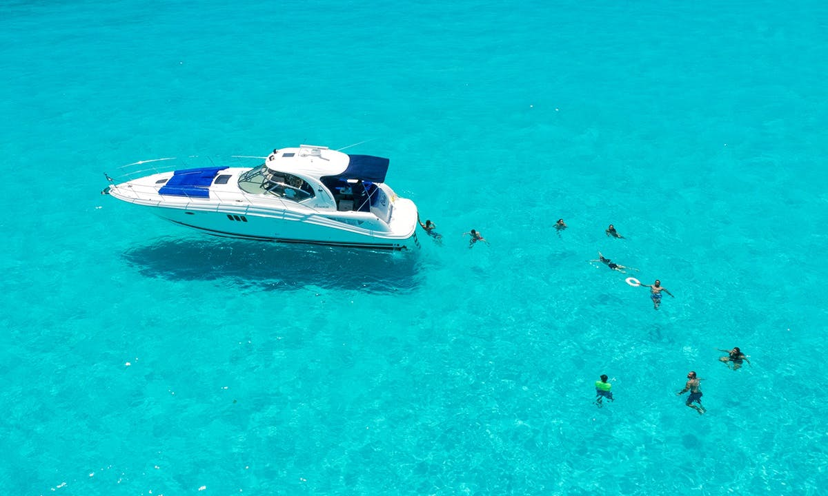 45ft. yacht rental in Cancun ideal for 10 people