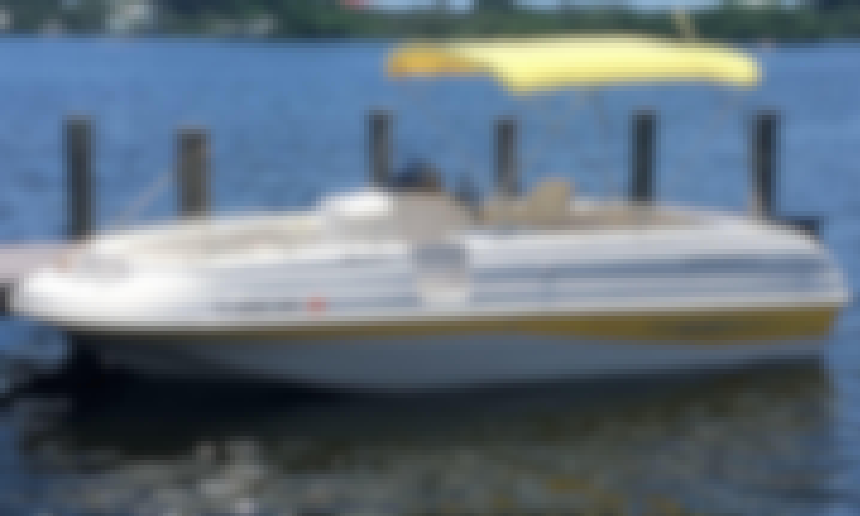 Stardeck 205 Deck Boat Rental in Sarasota, Florida