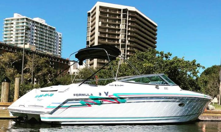 Formula F280SS boat rental in Miami Beach for 6 people