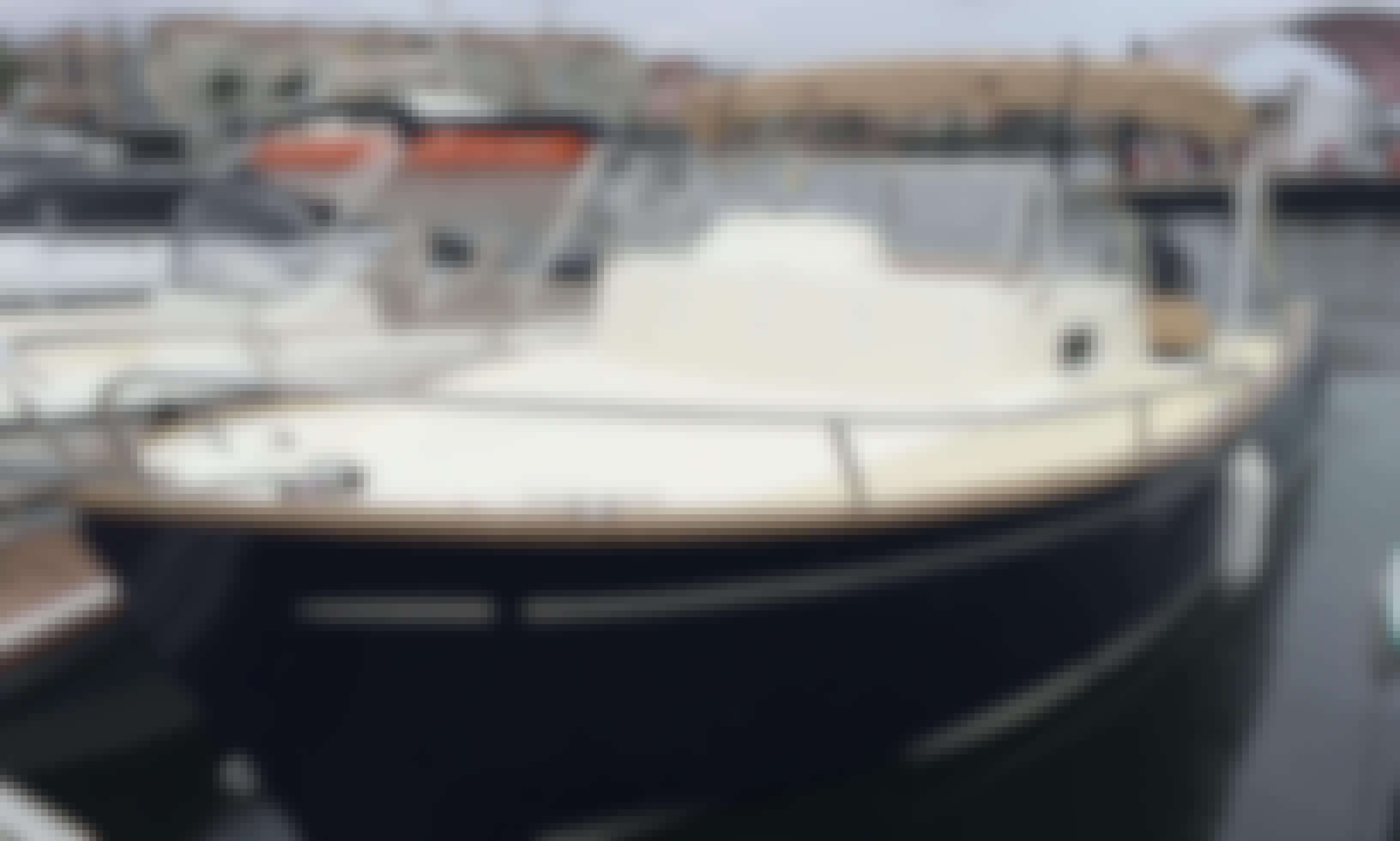 27' Rhea Getaway Motor Yacht Rental in Hendaye, France