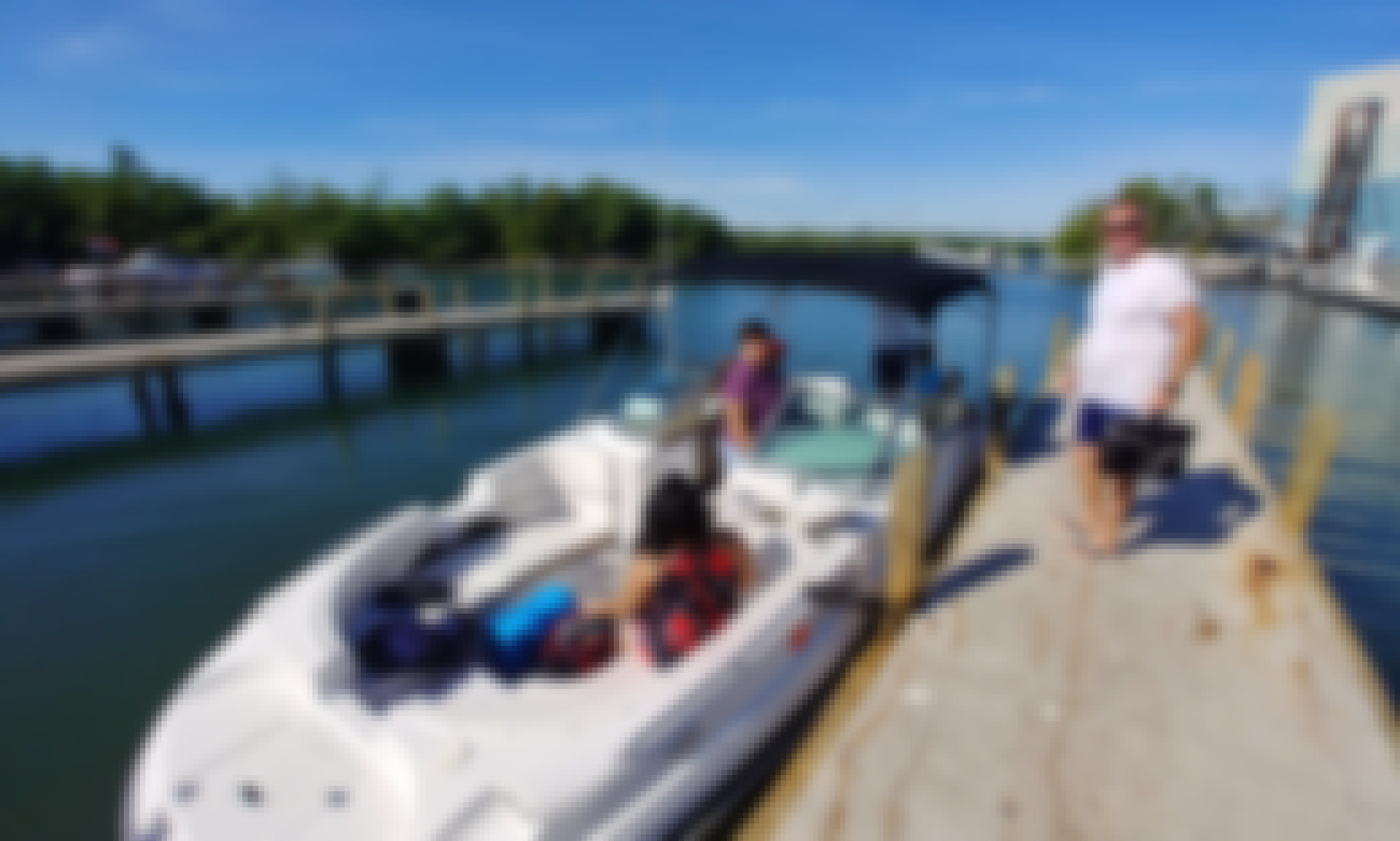 Four Winns Funship 244 Deck Boat in Miami Beach, Florida